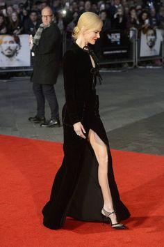 Зато окружающие насладились видом ее стройных ног. Фото: GLOBAL LOOK PRESS