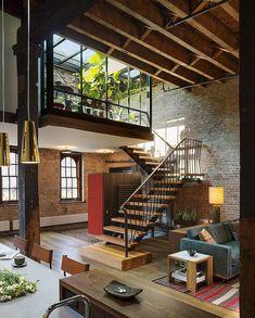 L' escalier pour mezzanine est une des constructions les plus décoratives et performantes dans le loft contemporain et on ne peut pas négliger son choix.: