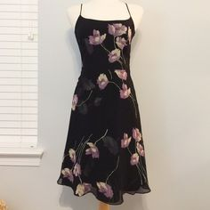 Floral Ann Taylor Dress This beautiful dress is in LIKE NEW condition // hardly worn // very comfortable and flowy. Perfect for spring and summer seasons! // measures about 39 inches from shoulder to hem and about 16 inches from across the bust // no holes, stains or imperfections // comes from a smoke free environment Bundles welcome Offers welcome ❌NO trades, please. Ann Taylor Dresses Midi