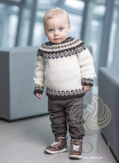 Bogi pattern by Ístex Yarn Stricken , Baby Boy Knitting Patterns Free, Baby Sweater Knitting Pattern, Knitting For Kids, Knitting Ideas, Knitted Baby Clothes, Baby Knits, Icelandic Sweaters, Robin, Ethical Clothing