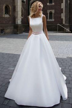 A-Line Sleeveless Long Ivory Pleated Prom Dress,Backless Bateau Satin Wedding Dresses UK PH337