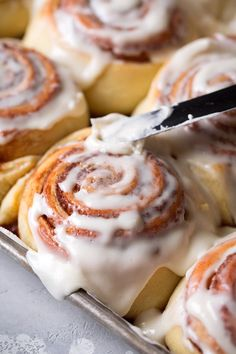 dessert recipes My all time FAVORITE recipe for cinnamon rolls! Once you try these youll never go to another recipe! Theyre so tender and fluffy and perfectly chewy, and theyre brimming with sweet cinnamon brown sugar flavor. Better than Cinnabon! Cinnabon Cinnamon Rolls, Best Cinnamon Rolls, Cinnamon Recipes, Homemade Cinnamon Rolls, Cinnamon Roll Icing, Recipe For Cinnamon Rolls, Cinnamon Rolls With Biscuits, Amish Donuts Recipe, Cinnabon Cake
