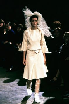Comme des Garçons Spring 1998 Ready-to-Wear Fashion Show Collection