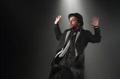 O ator Gregório Duvivier apresenta quatro sessões do espetáculo 'Uma Noite na Lua', no Teatro Sesc-Senac Pelourinho.