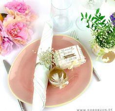 Du suchst ein besonderes Goodie und eine indivduelle Tischdeko für Ostern? Auch wenn wir in diesem Jahr nur im kleinen Kreis feiern, soll der Tisch trotzdem festlich geschmückt sein. Camembert Cheese, Food, Paper, Diy, Crafting, Little Flowers, Tin Lunch Boxes, Baby Ideas, Tutorials