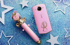 Meitu sort un smartphone kawaii qui va faire baver les fans de Sailor Moon Sailor Moon Crystal, Sailor Moon S, Cristal Sailor Moon, Sailor Moon Cosplay, Selfies, Smartphone, Cosmopolitan, Hello Kitty, Iphone 7