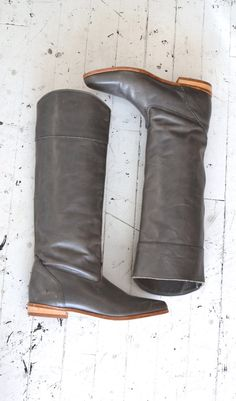 Simple, timeless leather knee high (or higher) leather boots. Frye Boots, Bootie Boots, Cute Shoes, Me Too Shoes, Grey Leather Boots, Knee High Boots, Riding Boots, Fashion Shoes, Footwear