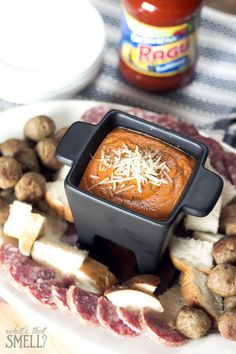 Pizza Fondue Game Day Recipe - easy and delicious Sunday big game appetizer recipe that everyone will love. Beef Kabob Recipes, Cooking Recipes, Pizza Recipes, Healthy Recipes, No Cook Appetizers, Appetizer Recipes, Low Carb Pizza, Game Day Food, Recipes From Heaven