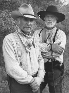 Lonesome Dove - Robert Duvall and Tommy Lee Jones These guys were good cowboys, too Cowboy Art, Cowboy And Cowgirl, Real Cowboys, Cowboys And Indians, Cowboys Men, Great Movies, Old Movies, Tommy Lee Jones, Robert Duvall