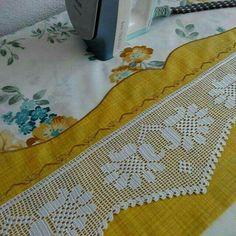 This Pin was discovered by ruv Crochet Borders, Crochet Squares, Filet Crochet, Crochet Curtains, Crochet Doilies, Matchbox Crafts, Yarn Ball, Pen Case, Karen Millen