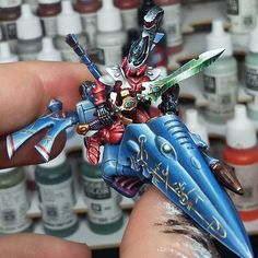 I've finished the autarch on his jetbike^^  Taste the rainbow!  A base and he's done  #warhammer #warhammer40k #40k #eavymetal #brushforhire #commissionpainting #eldar #alien #warpstormpainting #freehand #autarch #saimhan #gamesworkshop #gw #miniatures