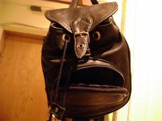 23 Everyday Objects That Want You Dead This bag is going to stuff you and tie you up. 23 Everyday Objects That Want You Dead Everyday Items, Everyday Objects, Sleep With The Fishes, Anniversary Funny, Anniversary Greetings, Hidden Face, Optical Illusions, Handmade Bags, Leather Men