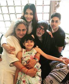 Amitabh Bachchan,Jaya bachchan Aishwarya rai Bachchan with her daughter Aradhya Bachchan Aishwarya rai Bachchan with her daughter Aradhya Bachchan . Bollywood Pictures, Bollywood Actress Hot Photos, Beautiful Bollywood Actress, Beautiful Actresses, Deepika Ranveer, Aishwarya Rai Bachchan, Amitabh Bachchan, Aaradhya Bachchan, Shahrukh Khan