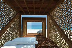 Albergue Comunitario Pesquero -  Arquitecta : María Alejandra Noel Tapia - La Cruz - Peru: how small, and, quite simply, PERFECT! Bamboo Architecture, Tropical Architecture, Architecture Design, Shelter, Bamboo House Design, Bamboo Art, Peru, 3d Studio, Screen Design