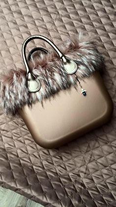 O Bag, Cool Things To Make, Leather Handbags, Sunglasses Case, Clock, Shoes, Women, Style, Suitcases