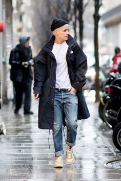 Winter fashion outfits for men awesome the best street style from paris fashion week Fashion Week Paris, Winter Mode Outfits, Winter Fashion Outfits, Street Style Trends, Street Styles, Men's Street Style, Outfits Hombre, Men's Outfits, Trendy Outfits