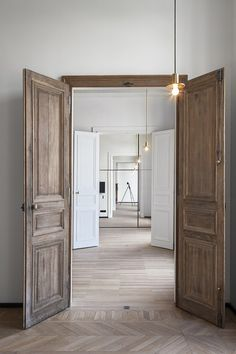 Home Interior White .Home Interior White Door Design, House Design, White Internal Doors, Classic House, Interior Barn Doors, Wood Doors, Beautiful Interiors, Cheap Home Decor, Windows And Doors
