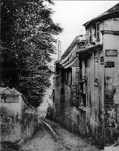 MONTMARTRE SECOND EMPIRE - Rue du Mont-Cenis au croisement avec la rue Saint-Vincent - Paris 18e