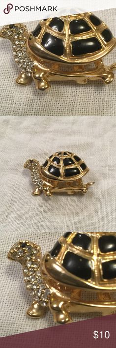 "Movable Turtle Brooch pin NWOT Measures 2"" x 1 1/2"" new without tags vintage Jewelry"