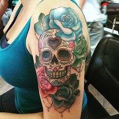 27 Colorful Sugar Skull Tattoo Designs and Meanings - TattoosWin Skull Candy Tattoo, Mexican Skull Tattoos, Sugar Skull Tattoos, Sugar Skull Sleeve, Feminine Skull Tattoos, Sugar Tattoo, Tattoo Girls, Girls With Sleeve Tattoos, Girl Tattoos