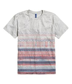 Gray tee with printed red & blue stripes and geometric patterns.│ H&M Divided Guys