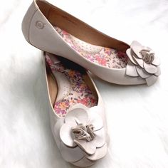 Born Pastel Pink Floral Leather Flats Feminine flats, perfect for work! Super soft leather with a flower detail on each toe. Excellent condition, only wear shown is to soles. Born Shoes Flats & Loafers