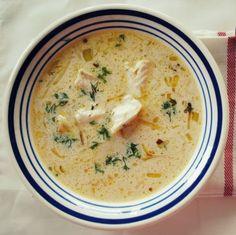 <p>Bardzo rozgrzewająca, chrzanowo-porowa zupa rybna z kawałkami szczupaka. Pory i szczupak są podsmażane na maśle, więc można ją śmiało nazwać zupą maślano-chrzanowo-porową. Jeśli chcecie aby zupa była bardziej sycąca, można z wyjętego z wywaru szczupaka zrobić pulpeciki rybne, takie jak w przepisie na kuleczki z łososia. Przepis bierze udział w …</p>