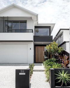 Kalka Facade - Luxury Home Builders Brisbane Exterior House Colors, Exterior Design, Exterior Stairs, Wall Exterior, Black Exterior, Exterior Cladding, Facade Design, Style At Home, Weatherboard House