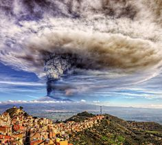 Mt Etna seen from Centuripe town (Enna, south Sicily). Photo by Davide Castiglione.
