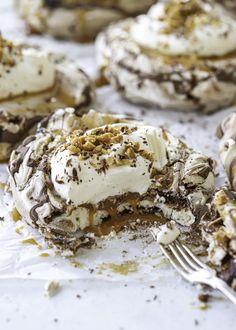 Best Dessert Recipes, Fun Desserts, Sweet Recipes, Grandma Cookies, Hot Cocoa Recipe, Dessert Drinks, Pavlova, No Bake Cake, Food Inspiration