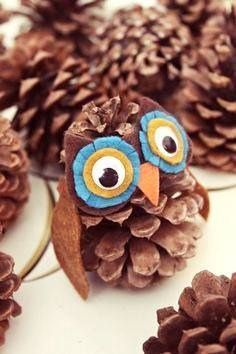 Herbstdeko basteln mit Kindern - 42 ganz einfache und originelle DIY-Projekteherbstdeko basteln mit kindern aus zapfenCute Pine Cone Crafts for Kids You'll LoveLooking for some fun fall and winter pinecone craft ideas for kids? Kids Crafts, Owl Crafts, Diy And Crafts, Arts And Crafts, Pine Cone Crafts For Kids, Canvas Crafts, Diy Projects For Fall, Craft Projects, Pine Cone Christmas Decorations