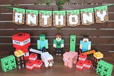 Kit Festa Minecraft    Esta planejando a festa de Minecraft de seu filho? Nada melhor que comprar um kit como este, além de lindo ele é bem completo já que todos os produtos servem como cenário para que você arrase na decoração da festa e, além disso, 24 desses itens viram lembrancinha para surpr...