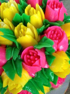 Buttercream flowers by Arte, amor y sabor repostería personalizada flower noozle cale cupcake