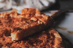 Μια φανταστική συνταγή για τυρόπιτα ή πατσαβουρόπιτα με με γιαούρτι,φέτα και κεφαλογραβιέρα, από τις συνταγές για το Πάσχα που πρέπει να κρατήσεις!