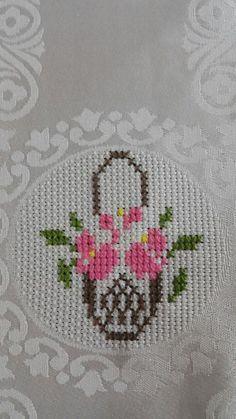 Really nice Cross-Stitch towel flower pattern. Small Cross Stitch, Cross Stitch Bird, Cross Stitch Borders, Cross Stitch Flowers, Cross Stitching, Cross Stitch Embroidery, Hand Embroidery, Cross Stitch Patterns, Diy Recycling