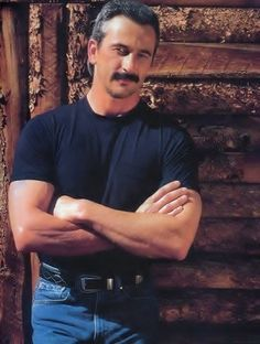 Aaron Tippin of country