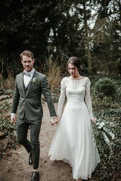 Vintage Wedding Suits, Best Wedding Suits, Best Man Wedding, Wedding Groom, Baby Wedding Outfit, Wedding Dress Suit, Wedding Attire, Wedding Gowns, Wedding Flowers
