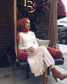 Many more like this can be found at the website! Give it a look for what we pick best for each category! Islamic Fashion, Muslim Fashion, Modest Fashion, Hijab Fashion, Fashion Dresses, Summer Dress Outfits, Summer Outfits Women, Hijab Skirt, Niqab