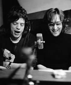 John Lennon & Mick Jagger, NYC, 1972 by Bob Gruen | New York City | iconic musicians | jam session | 1970's | musical brilliance | sing | the rolling stones meets the beatles | www.republicofyou.com.au
