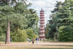 You can climb the great Chinese pagoda in Kew Gardens. Kew Gardens London, Chinese Pagoda, Days Out In London, Richmond Upon Thames, Famous Buildings, Miniature Trees, Open Spaces, Live Plants, London Travel