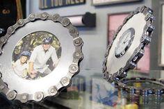 A lil guys bedroom picture frames! Metal Projects, Metal Crafts, Diy And Crafts, Diy Projects, Bicycle Parts Art, Bicycle Art, Bicycle Crafts, Bicycle Shop, Car Bedroom