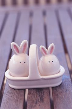 Salt & Pepper for Easter --gotta look for some like these -- they are sooo cute!
