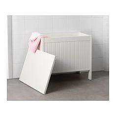Le banc offre un grand espace de rangement pour vos serviettes et autres articles de toilette. Une bonne solution quand on manque de place.