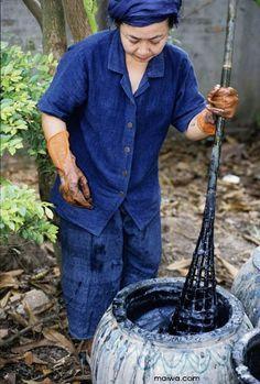 Preparing indigo in Laos - MAIWA
