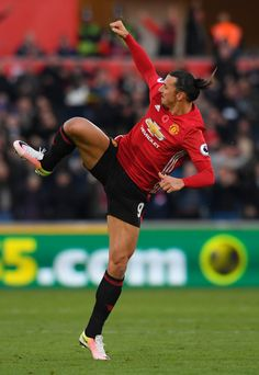 Zlatan Ibrahimovic Photos Photos - Zlatan Ibrahimovic of Manchester United celebrates scoring his sides second goal during the Premier League match between Swansea City and Manchester United at Liberty Stadium on November 6, 2016 in Swansea, Wales. - Swansea City v Manchester United - Premier League
