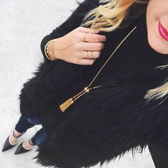 A necklace that goes perfectly with every outfit? ✔️ We love how you styled the gorgeous Jacqueline Tassel Lariat @stylebymorgan!