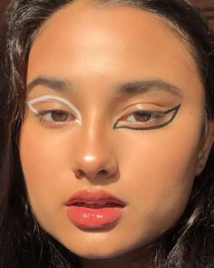 On paper healthy make-up really should be oh-so easy  it really is minimum wh Smokey Eye For Brown Eyes Easy Healthy Makeup minimum ohso paper Black Smokey Eye Makeup, Red Eye Makeup, Edgy Makeup, Makeup Eye Looks, Colorful Eye Makeup, Simple Eye Makeup, Cute Makeup, Skin Makeup, Makeup Inspo