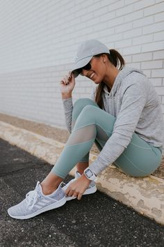 crop hoodie, adidas sneakers, athleta activewear, new york yankees ball cap, ray ban aviators, exercise routine, workout routines, leg exercises, cute activewear, workout guides // grace wainwright @asoutherndrawl