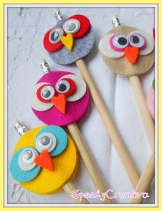 25 Owl Crafts for Six Year Olds Adorable owl felt pencil toppers. Would make for a fun party favor or activity, or just a fun craft on a rainy day. Kids Crafts, Owl Crafts, Diy And Crafts, Craft Projects, Sewing Projects, Arts And Crafts, Felt Projects, Project Ideas, Paper Crafts