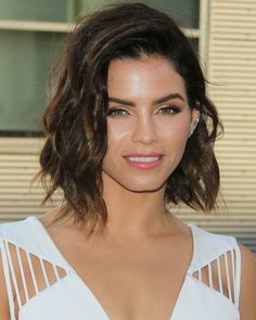 21 Fall Haircut Ideas to Get You Out of Your Style Rut: - Jenna Dewan-Tatum's choppy midlength layers - Photo Credit: Getty Images Lipstick.com